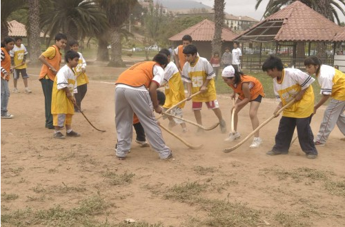 Children of La Serena & Coquimbo playing Chueca / Palin - 2009