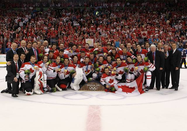 2010 Winter Olympics Hockey Champions - Team / équipe Canada