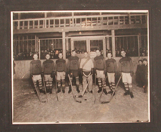 Guelph Knights of Columbus Hockey Team - 1920s