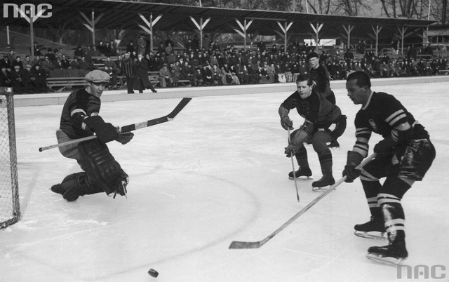 Trail Smoke Eaters vs Poland at World Championships in 1939