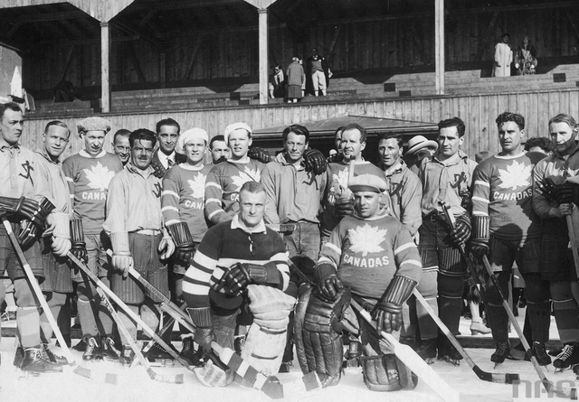 Antique Ice Hockey - Team Canada and HC Davos - Group Photo 1930
