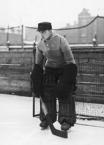Emil Görlitz / Emil Goerlitz Playing Goal in Ice Hockey 1933