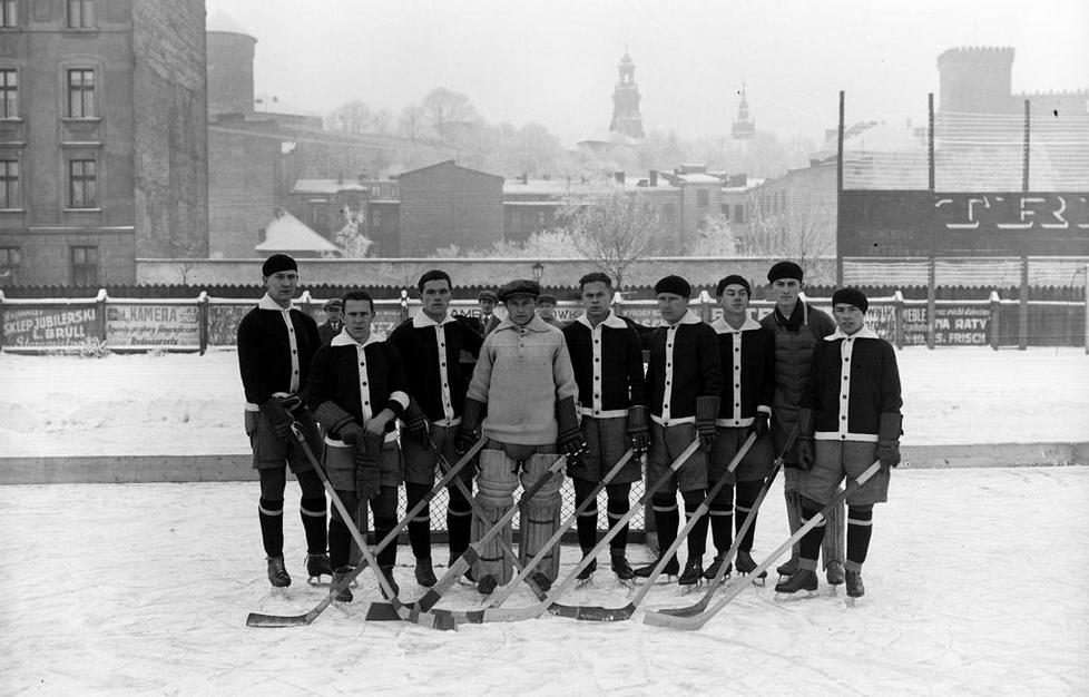 c14758469 Towarzystwo Sportowe Wisła Kraków Drużyna Hokej 1928 | HockeyGods