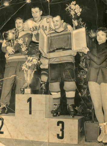 Belleville McFarlands / Team Canada Captain Floyd Crawford 1959