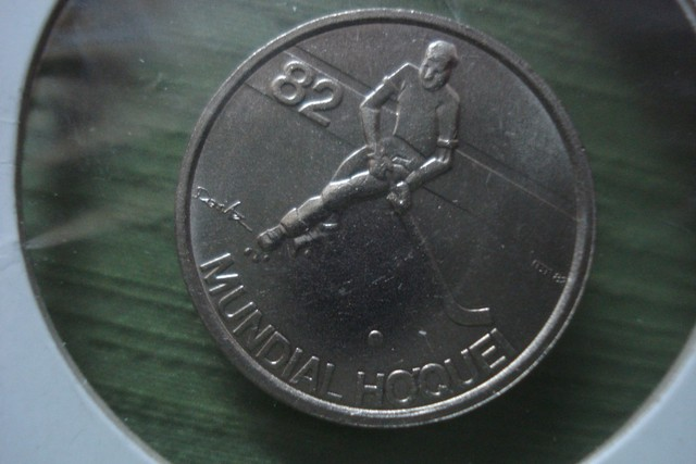 Hockey Coin 1982