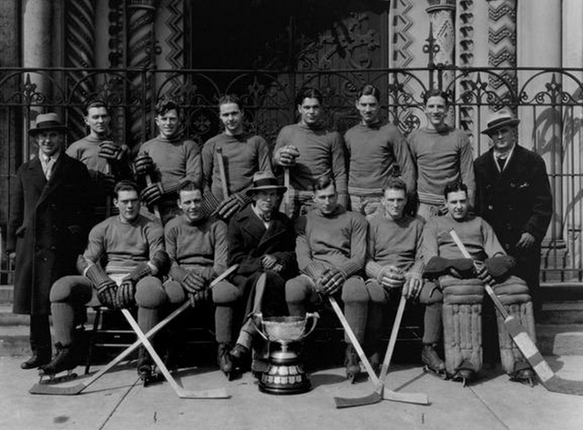 University of Toronto Hockey Team - Queen's Cup Champions 1928
