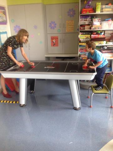Taylor Swift plays Air Hockey with Jordan Lee Nickerson 2014