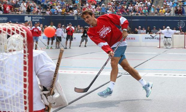 Roger Federer playing a little Ball Hockey in Toronto 2014