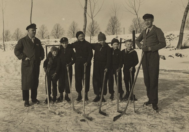 Antique Ice Hockey - Kids Team Photo - Early 1900s