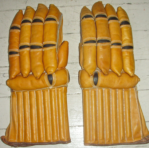 1945 Stall and Dean Hockey Gloves - Model #543