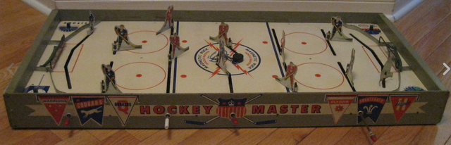 Munro Games Magnetic Puck Hockey Master Table Hockey Game 1950s