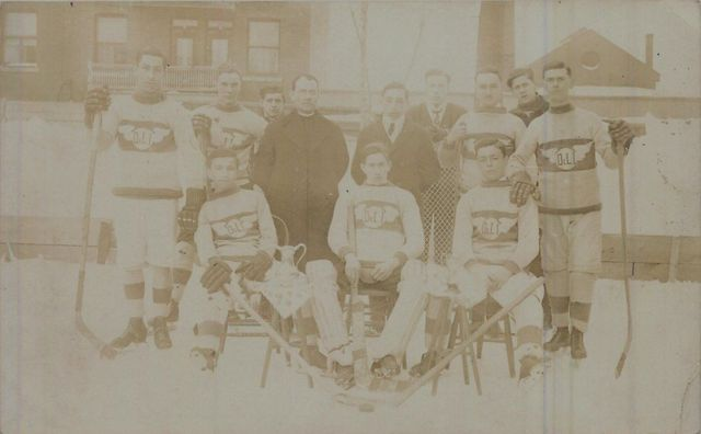 Le Club de L'école - Antique Quebec Ice Hockey Team - circa 1910