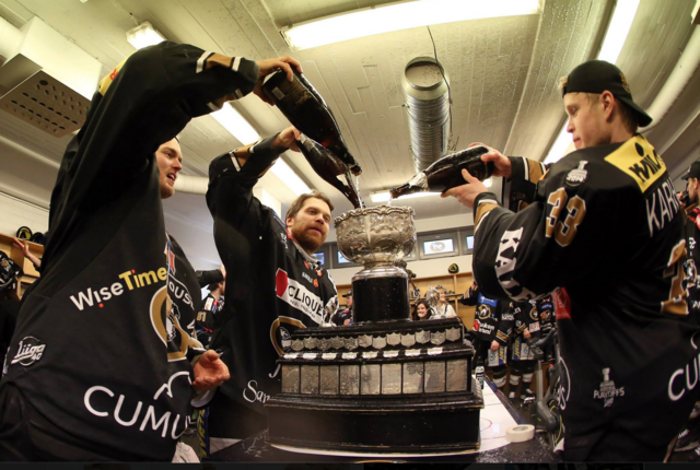 Oulun Kärpät pour Champagne in Canada Malja Trophy 2015