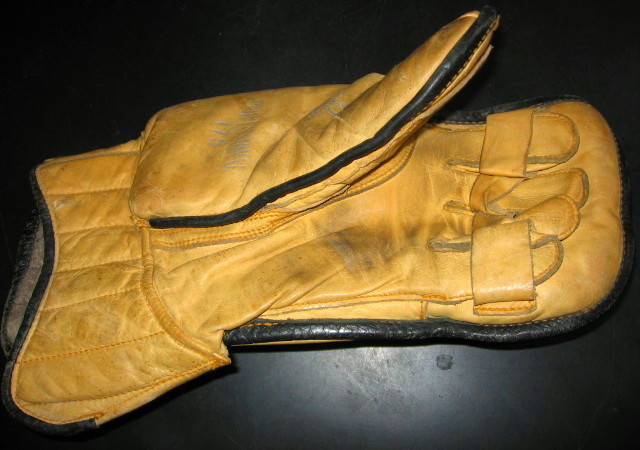 Hockey Glove 1950s Goalie Blocker 1