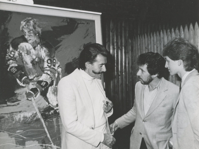 "Wayne Gretzky meets Leroy Neiman and his painting ""The Great Gretzky"" 1981"