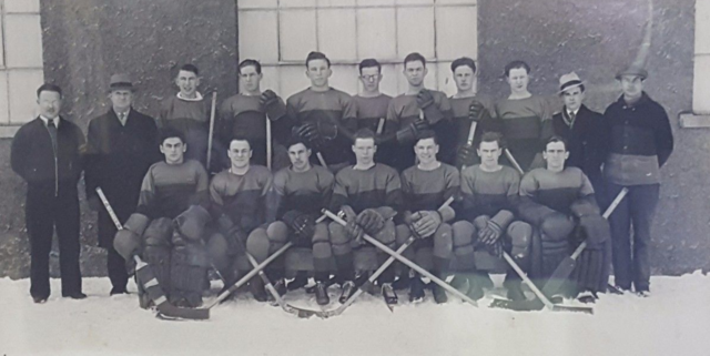 Queen's Junior Intercollegiate Hockey Champions 1935 Queen's Golden Gaels