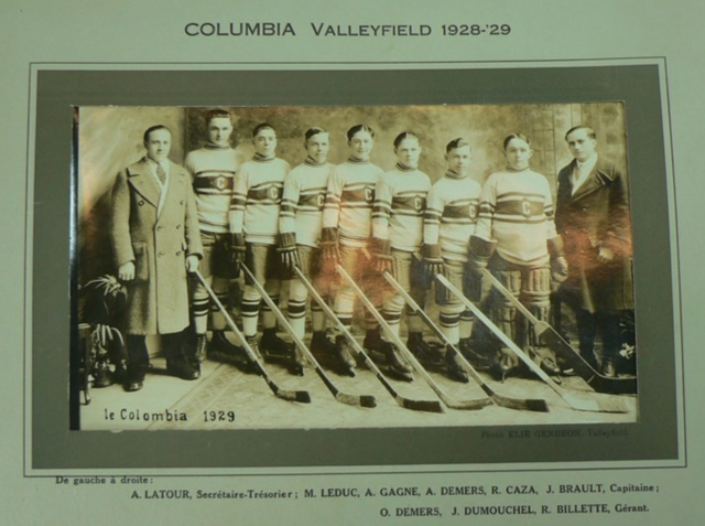 Columbia Hockey Team / Le Colombia Hockey Équipe 1929 Valleyfield, Quebec