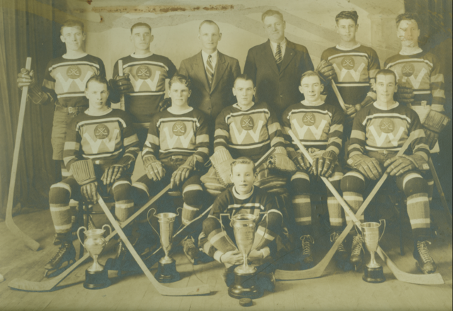 Waverley Gold Diggers Hockey Team 1938 Suburban League Champions, Nova Scotia
