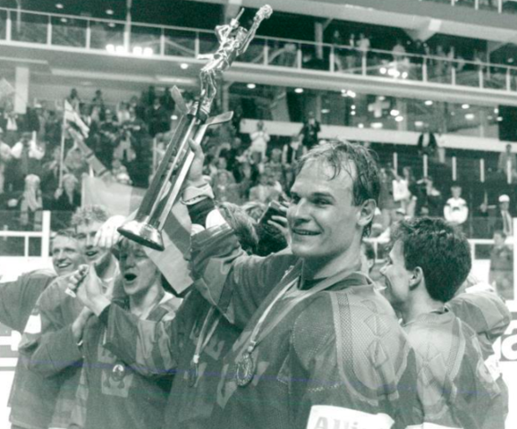 Thomas Rundqvist holds 1991 World Ice Hockey Championship Trophy