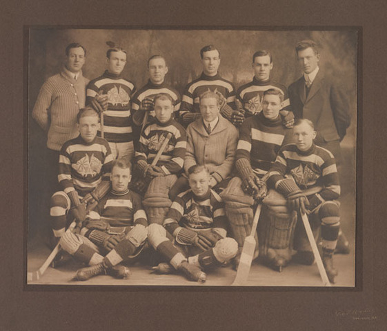 Ottawa Hockey Team photo 1914