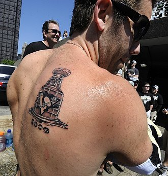 Pascal Dupuis shows his Stanley Cup Tattoo