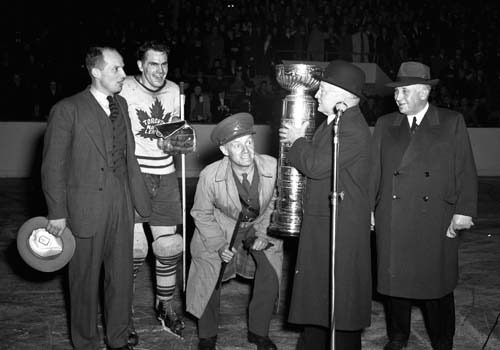 Conn Smythe Takes a Close Look at the Original Stanley Cup