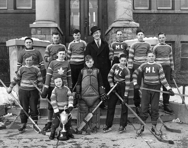 Whitby Maple Leafs - Midget Ice Hockey Team - 1939
