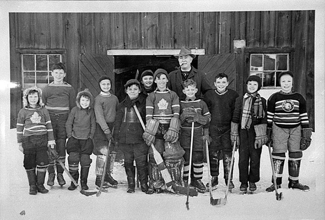 Whitby - Town Line Pee Wee Hockey Team - 1948