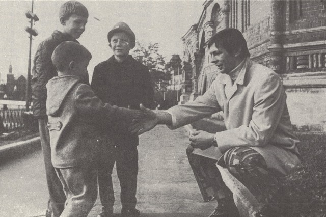 Stan Mikita meets some Russian children in Moscow