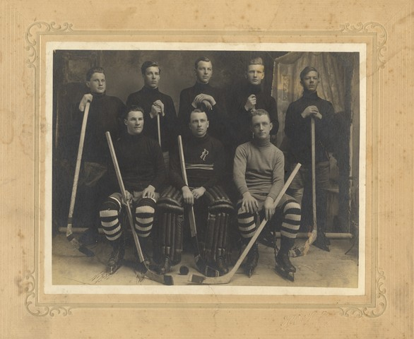Roseau Mens Ice Hockey Team - 1920s - Minnesota