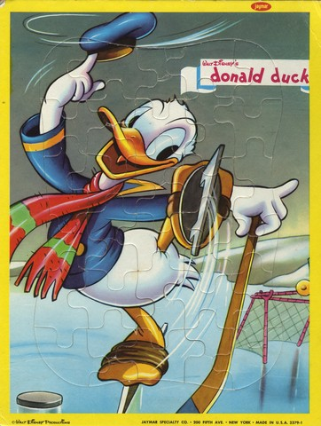 Donald Duck Playing Ice Hockey - Puzzle - Vintage - Walt Disney