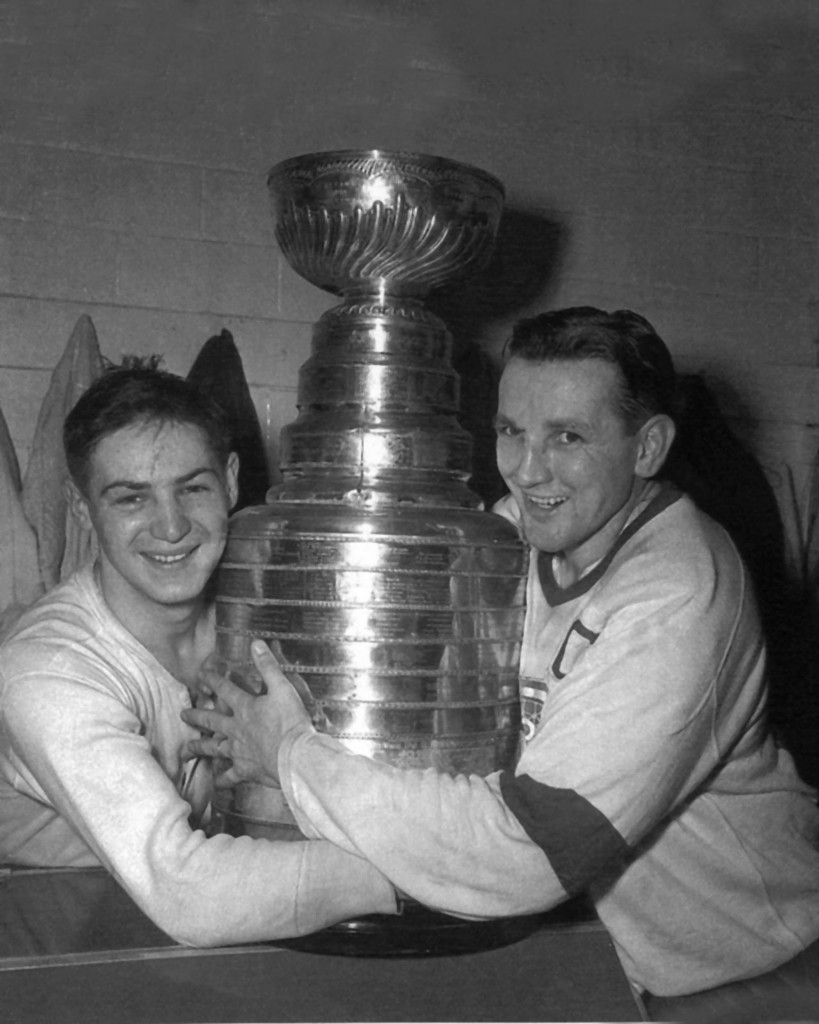 Terry Sawchuk Amp Sid Abel Hug The Stanley Cup 1952