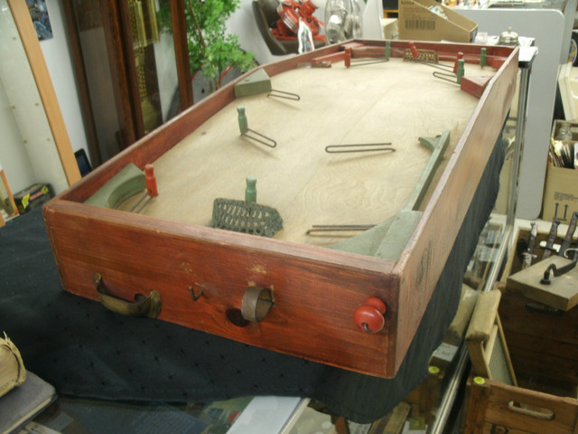 Munro Table Hockey Game - 1940s - Antique / Vintage