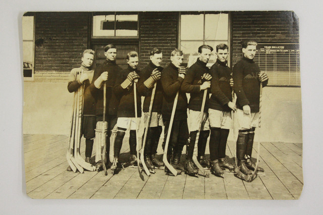 Antique Ice Hockey Postcard - Mens Team - 1919